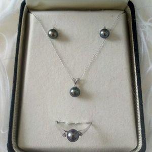 14k white gold black Tahitian pearl diamond set